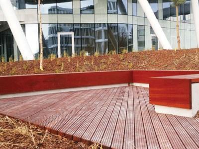 Ława drewniana Business Garden w Warszawie