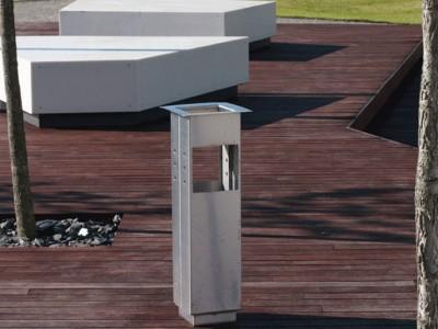 Podświetlane ławy z Corianu Business Garden w Warszawie